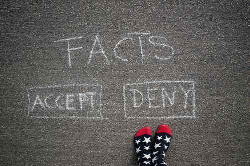 Denial Fuß Strümpfe Zeichen Schriftzeichen Schilder & Markierungen Hinweisschild Warnschild Graffiti sprechen Kommunizieren Konflikt & Streit lernen Akzeptanz