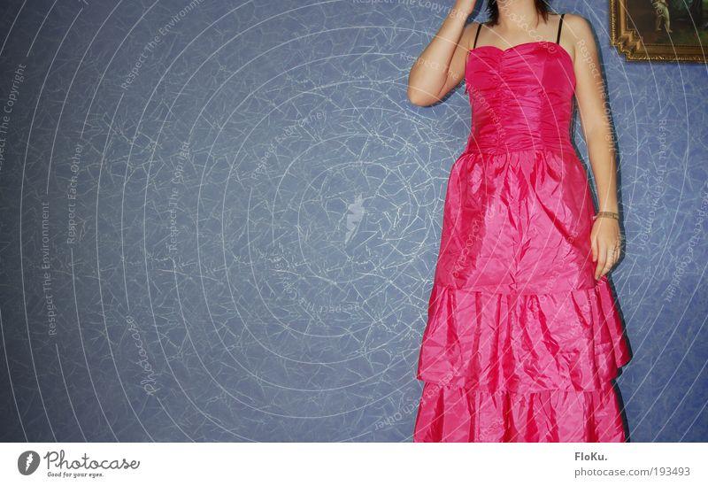 schick gemacht Lifestyle elegant Stil Tapete ausgehen Feste & Feiern Mensch feminin Junge Frau Jugendliche Erwachsene 1 18-30 Jahre Mode Kleid blau rosa bizarr