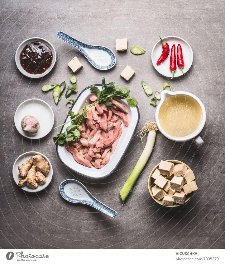 Zutaten für würzige asiatische Suppe mit Tofu und Fleisch Lebensmittel Eintopf Kräuter & Gewürze Ernährung Mittagessen Bioprodukte Diät Asiatische Küche