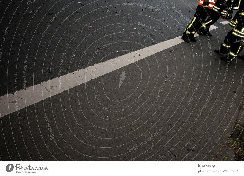 wenn's zu spät ist sind wir da Straße Wege & Pfade Angst Straßenverkehr Verkehr Geschwindigkeit gefährlich Güterverkehr & Logistik Team Autobahn Unfall Verkehrswege dumm Autofahren chaotisch Feuerwehrmann
