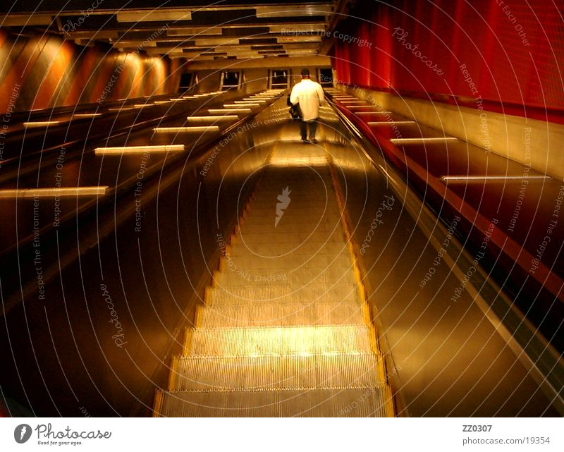 rolltreppe1 Dinge U-Bahn abwärts Rolltreppe