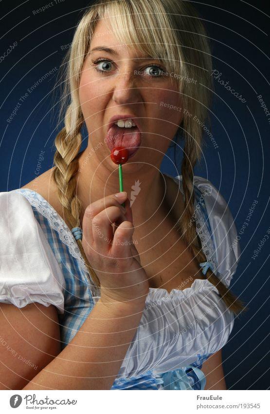 Crazy Candy Lebensmittel Dessert Mensch feminin Junge Frau Jugendliche 1 18-30 Jahre Erwachsene Kleid blond Pony Zopf Aggression außergewöhnlich dreckig frech