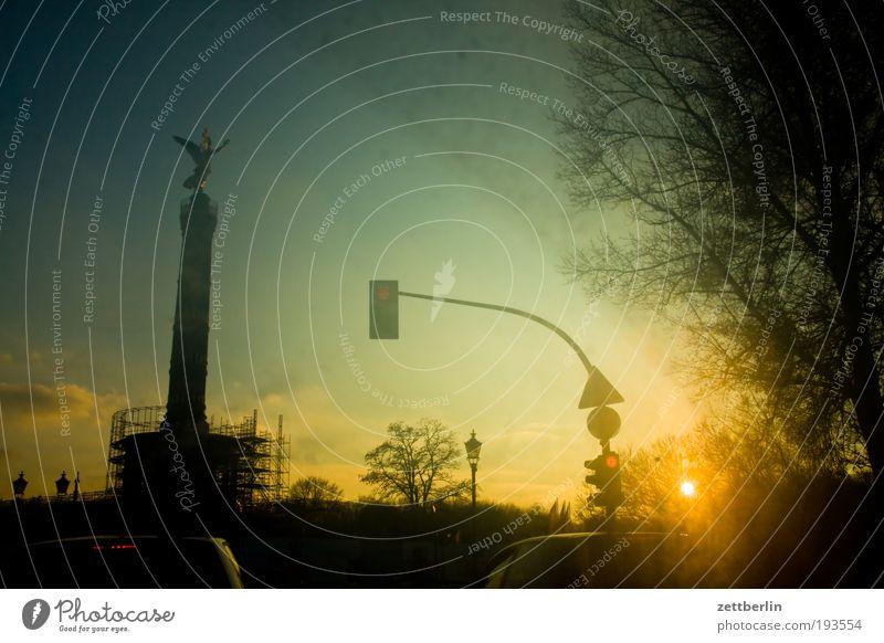 Grosser Stern Berlin grosser stern viktoria victoria Goldelse Verkehr Straßenverkehr PKW Fahrer Autofahren Windschutzscheibe dreckig Scheibenwischer Abend