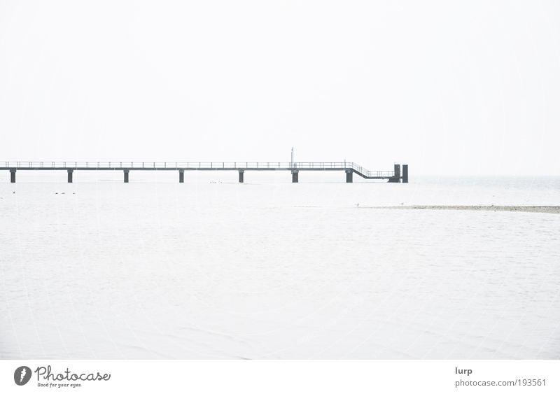 Das Meer Umwelt Natur Landschaft Wasser Himmel Nordsee Ostsee See hell schwarz weiß Einsamkeit Ferne Anlegestelle Wasserfahrzeug Hafen Steg Schwarzweißfoto