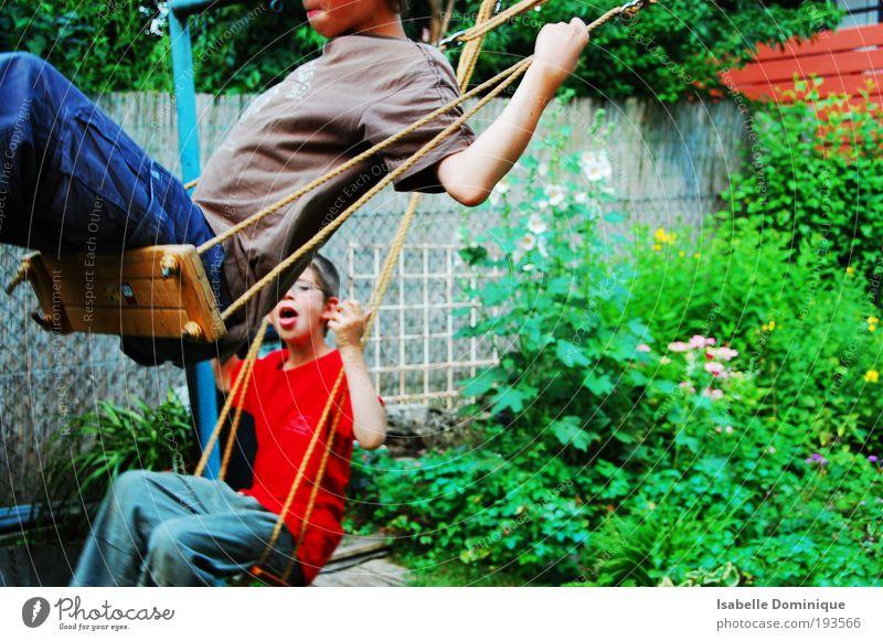 HUI Spielen Schaukeln Mensch maskulin Kind Junge 2 8-13 Jahre Kindheit Natur Pflanze Blume Gras Garten frei Zusammensein Glück Unendlichkeit grün Freude