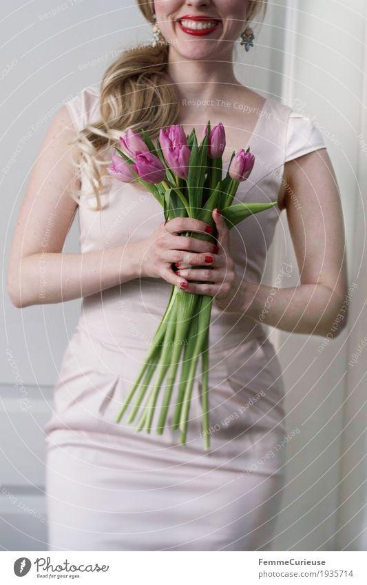 Frühling_01 Mensch Frau Jugendliche Junge Frau Hand Blume 18-30 Jahre Erwachsene Liebe feminin Glück rosa elegant blond Arme Lächeln