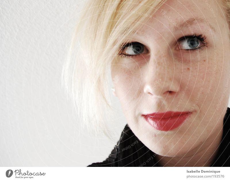 Tagtraum Mensch Jugendliche weiß Gesicht feminin Zufriedenheit hell blond Erwachsene Porträt Frieden geheimnisvoll Frau Gelassenheit Freundlichkeit Lächeln