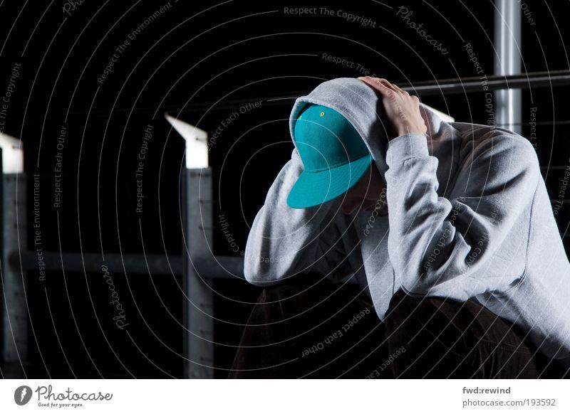 nocturnal II Mensch maskulin Junger Mann Jugendliche 1 18-30 Jahre Erwachsene Kappe Kapuze Denken Traurigkeit warten kalt Sehnsucht Einsamkeit Erschöpfung