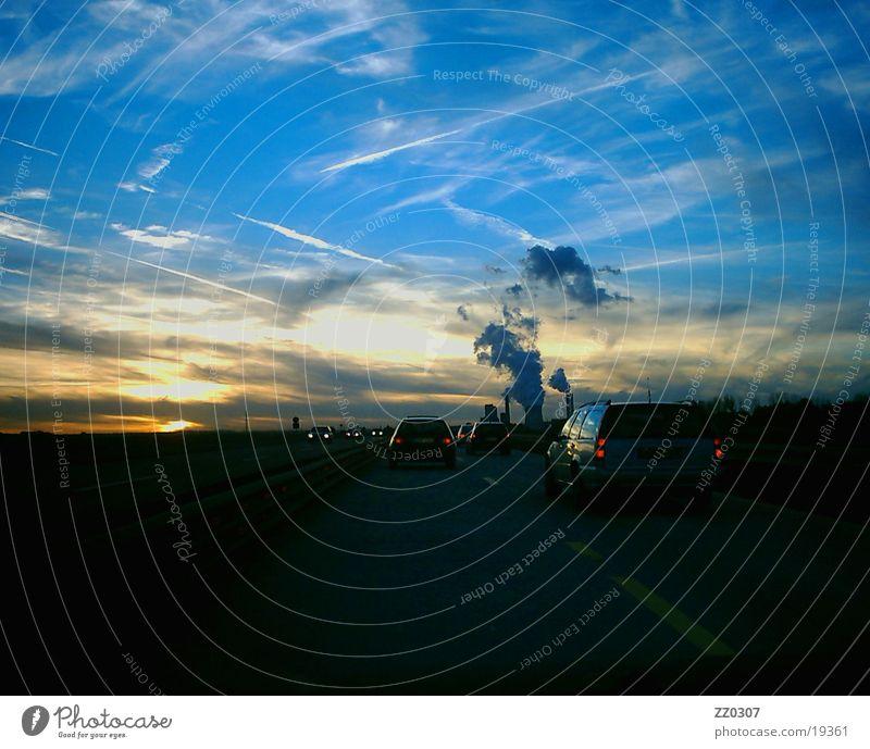Himmel2 Dämmerung Sonnenuntergang Autobahn Wolken Abend blau