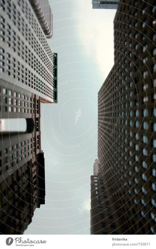 dazwischen Stadt kalt Wand Fenster Architektur grau Mauer Gebäude Business Arbeit & Erwerbstätigkeit Fassade Beton hoch Hochhaus groß