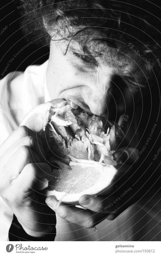 Pomelo Pomelo Jugendliche Hand kalt Kopf Haare & Frisuren Essen Mund Frucht maskulin wild süß außergewöhnlich Locken Mensch Appetit & Hunger Speise