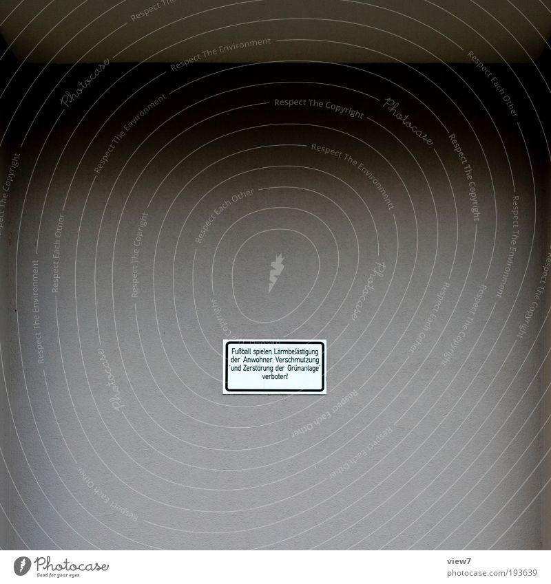 ... verboten! alt Einsamkeit Ferne dunkel Wand grau Stein Mauer Metall Schilder & Markierungen Beton Fassade modern Ordnung Schriftzeichen authentisch