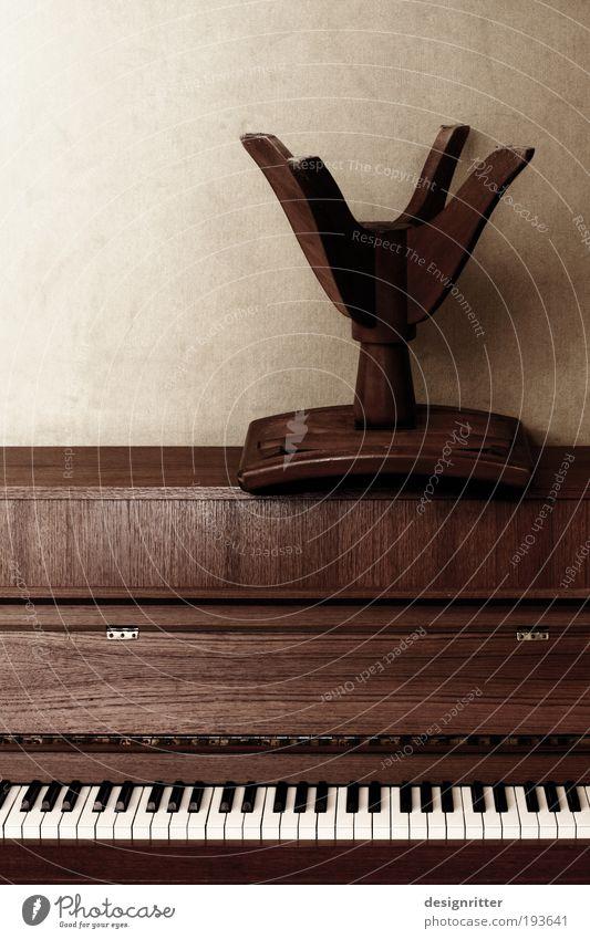 Da Capo al … Freude dunkel Stimmung Musik Feste & Feiern Tanzen Pause Stuhl Show Ende Klaviatur Bühne Lebensfreude Veranstaltung Klavier Fan
