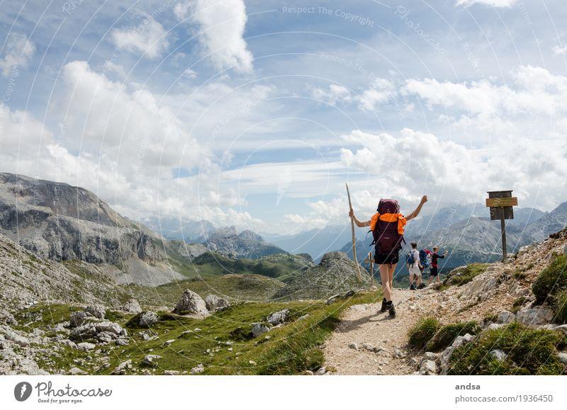 Geschafft! Mensch Frau Ferien & Urlaub & Reisen Jugendliche Junge Frau Sommer Wolken Freude Ferne 18-30 Jahre Berge u. Gebirge Erwachsene feminin Glück Freiheit