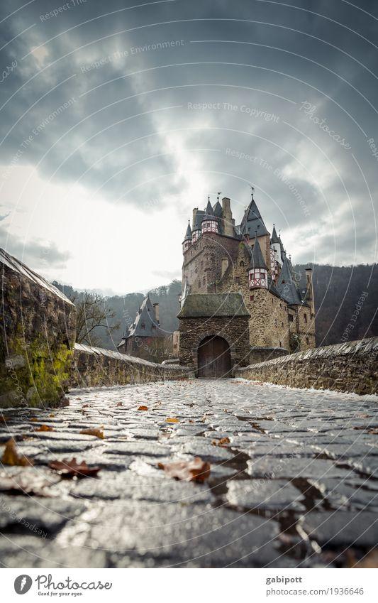 Burg Eltz Tourismus Ausflug Abenteuer Winter Wohnung Haus Traumhaus Himmel Wolken Gewitterwolken Herbst schlechtes Wetter Wind Sturm Regen Palast