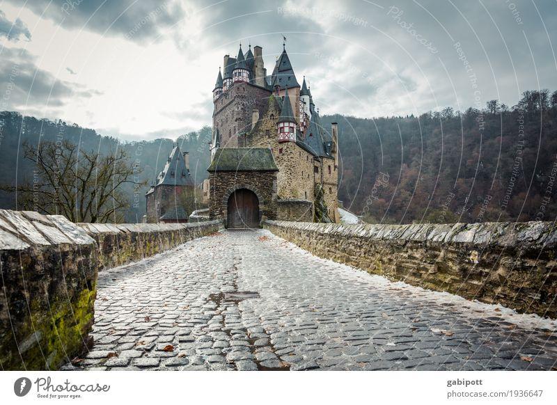 Burg Eltz Natur Landschaft Winter Wetter Regen Eis Frost Schnee Wald Burg oder Schloss Sehenswürdigkeit alt entdecken Erholung wandern außergewöhnlich gruselig