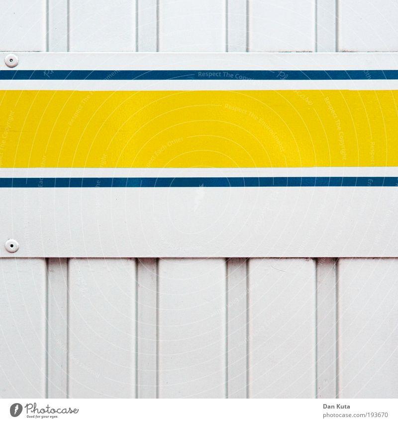Auf Streife. blau weiß Farbe gelb Wand Metall Linie ästhetisch verrückt Streifen einfach Sauberkeit Grafik u. Illustration fest vertikal schick