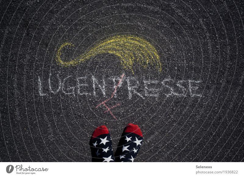von Clownstick Bildung Fuß Medien Printmedien Neue Medien Presse Pressefreiheit Strümpfe Zeichen Schriftzeichen Schilder & Markierungen Hinweisschild Warnschild