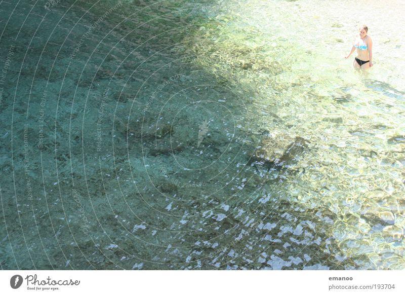 cool water strong girl Mensch Frau Ferien & Urlaub & Reisen Sonne Sommer Meer Strand Erwachsene kalt Freiheit See Wellen Schwimmen & Baden stehen Bikini frieren