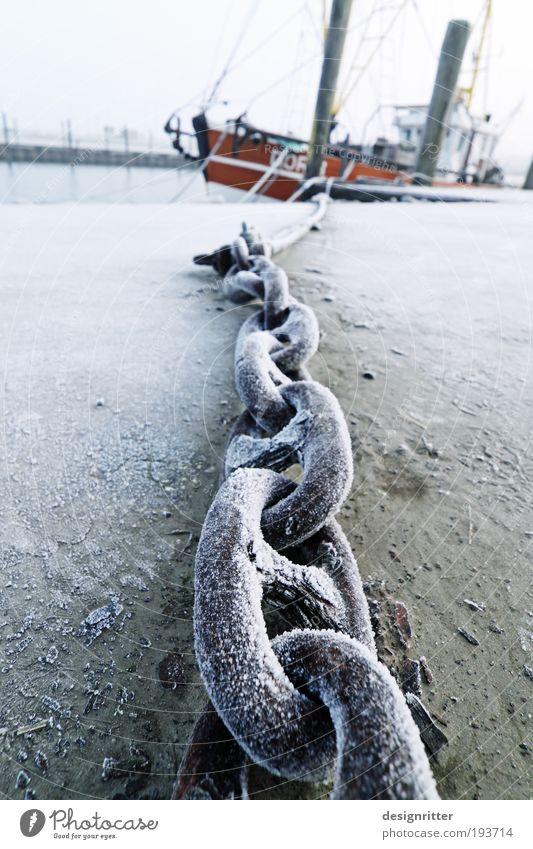 Tauziehen Fischer Winter Eis Frost Schnee Nordsee Meer Fischerdorf Schifffahrt Fischerboot Hafen Anker Stahl festhalten frei kalt stark wild Kraft Macht