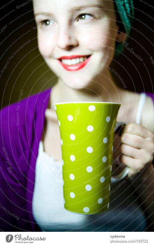 Gute-Laune-Tee Mensch Frau Jugendliche schön Freude Gesicht Erwachsene Leben sprechen Stil Zeit Gesundheit Zufriedenheit Freizeit & Hobby Design