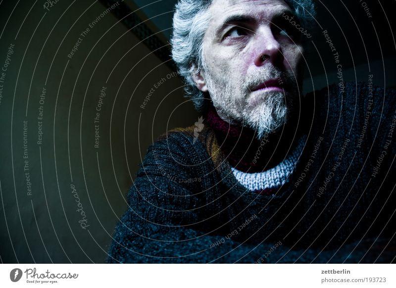 Selbstauslöser Mann Gesicht Auge Senior grau Traurigkeit Mund Nase trist Trauer Bart Porträt Ruhestand bleich Pullover Wolle