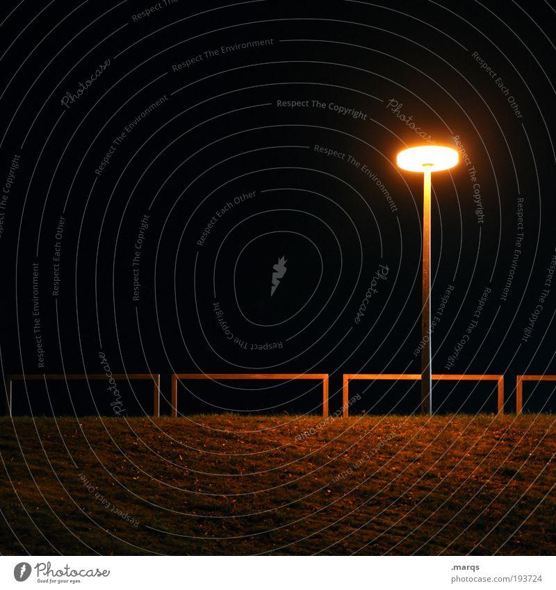 Alone in the Dark Gras Park Laterne Geländer leuchten dunkel gruselig Stadt schwarz Gefühle Sorge Trauer Einsamkeit Angst Stress Farbfoto Außenaufnahme