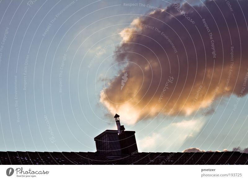 Heizen! Umwelt Natur Luft Himmel Wolken Sonne Klima Klimawandel Wetter Schönes Wetter Wärme Haus Einfamilienhaus Dach Schornstein außergewöhnlich bedrohlich