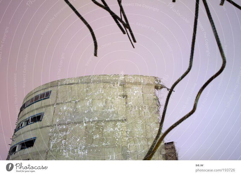 Demolition 2 alt dunkel Stimmung dreckig Baustelle bedrohlich Bauwerk violett Verfall Kino Zerstörung Demontage Endzeitstimmung Gefühle Abrissgebäude