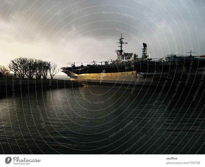WAR Angst bedrohlich USA Frieden Krieg Schifffahrt Defensive Militär Angriff Hubschrauber Hafenstadt Marine Licht Kriegsschiffe Flugzeugträger San Diego