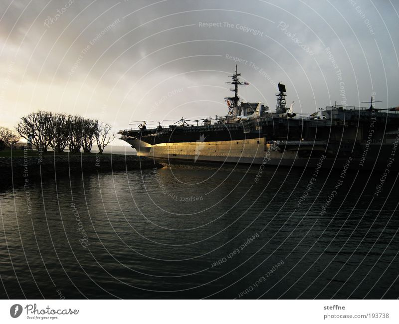 WAR San Diego USA Hafenstadt Schifffahrt Marine Flugzeugträger Hubschrauber Angst Militär Defensive Angriff bedrohlich Krieg Frieden Sonnenuntergang Farbfoto