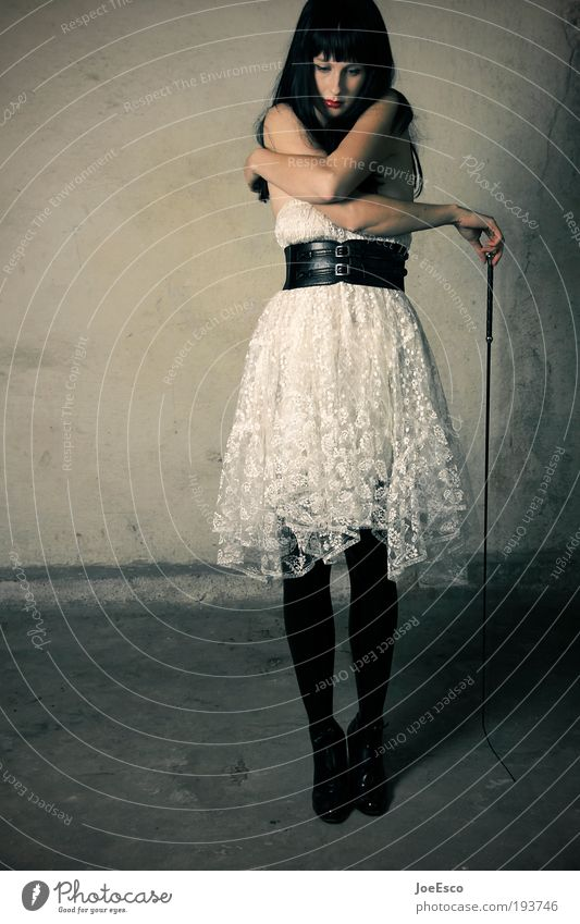 zuckerbrot und peitsche Stil schön Entertainment Feste & Feiern Frau Erwachsene Leben Ruine Mode Leder Damenschuhe schwarzhaarig langhaarig Erholung festhalten