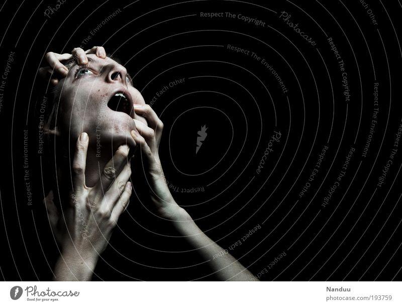 sie holen Dich im Dunkeln Frau Jugendliche Hand Erwachsene dunkel Angst bedrohlich 18-30 Jahre festhalten Gewalt Schmerz schreien Todesangst Wegsehen böse