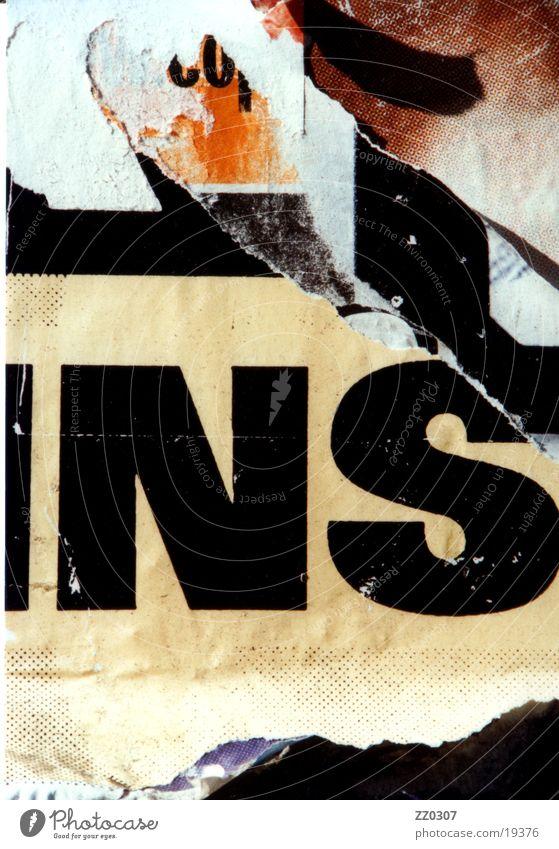 NS Wand Plakat Plakatwand Typographie braun beige schwarz Dinge kaputte Typo Vernacular Type