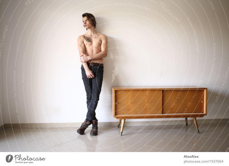 in Wartestellung Jugendliche nackt Stadt schön Junger Mann 18-30 Jahre Erwachsene Lifestyle Stil Raum Zufriedenheit Körper ästhetisch authentisch warten