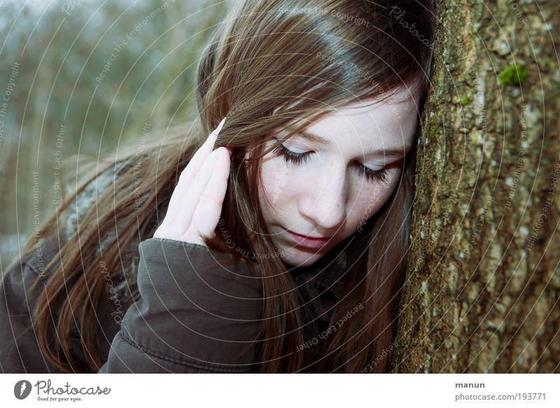 sad girl Mensch Jugendliche grün Gesicht Einsamkeit Gefühle Traurigkeit Denken braun Trauer Sehnsucht natürlich Kindheit Schmerz Verzweiflung Langeweile