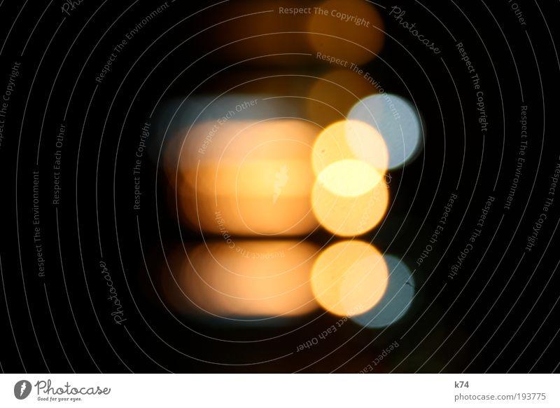 Hafen bei Nacht Wasser leuchten blau gelb schwarz Farbfoto Außenaufnahme Kunstlicht Licht Reflexion & Spiegelung Unschärfe