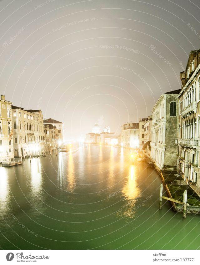 touriestyle Wasser Bucht Fluss Canal Grande Venedig Italien Hafenstadt Stadtzentrum Altstadt Skyline Menschenleer Haus Kirche Dom Fassade Sehenswürdigkeit
