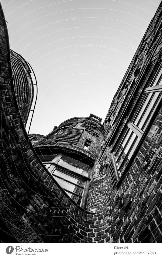 Schwungvoll Stadt weiß Haus Fenster schwarz Architektur Wand Gebäude Mauer grau Fassade Linie Bauwerk Sehenswürdigkeit Altstadt Stadtzentrum