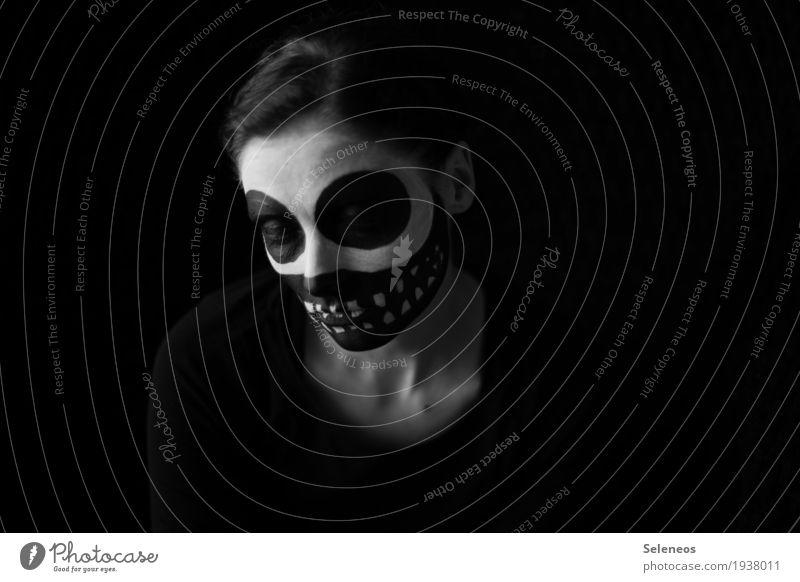 black friday Karneval Halloween Mensch Gesicht 1 Maske dunkel Gefühle Stimmung Traurigkeit Sorge Trauer Tod Enttäuschung Einsamkeit Erschöpfung Angst