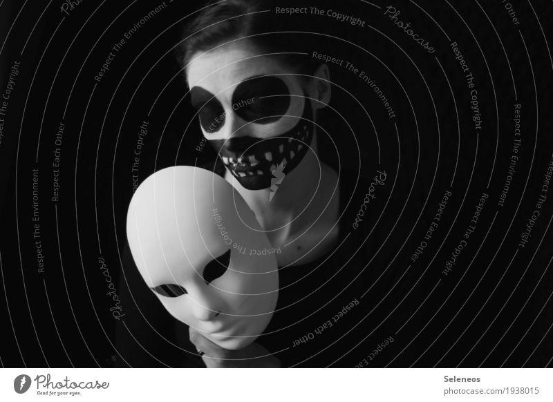 the caverns behind my eyes Gesicht Karneval Halloween Mensch feminin Frau Erwachsene Kopf Auge Nase Mund Lippen Zähne 1 Maske dunkel gruselig Traurigkeit Angst