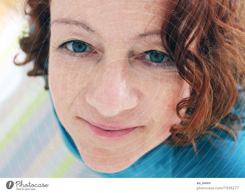;-) Frau Erwachsene Kopf Haare & Frisuren Gesicht 1 Mensch 30-45 Jahre rothaarig Locken Lächeln Blick authentisch einzigartig natürlich positiv braun türkis