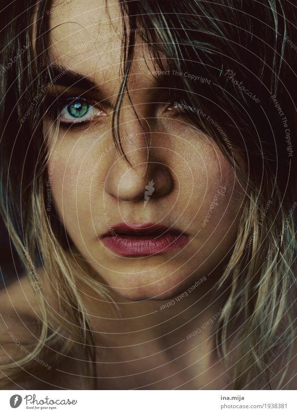 _ Mensch feminin Junge Frau Jugendliche Erwachsene Leben Gesicht 1 18-30 Jahre 30-45 Jahre Haare & Frisuren brünett langhaarig beobachten ästhetisch authentisch