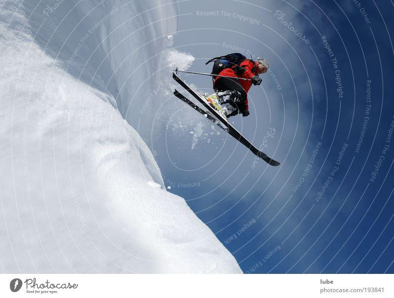 steil bergab Natur Ferien & Urlaub & Reisen Winter Sport Schnee Berge u. Gebirge springen Tourismus Skifahren Fitness Skier sportlich Schönes Wetter