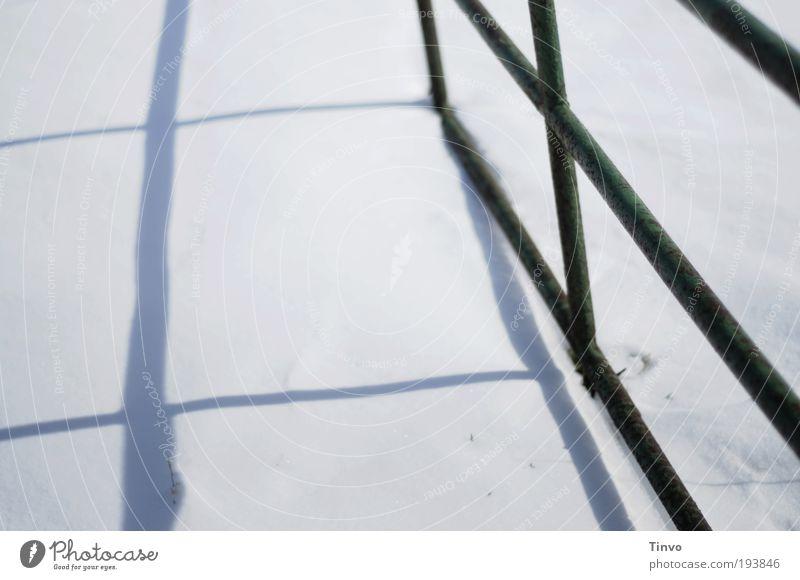 Himmelstor weiß Winter kalt Schnee Metall hell offen Schönes Wetter Freundlichkeit Glaube dünn Tor Zaun Kreuz Eisenrohr Schneelandschaft