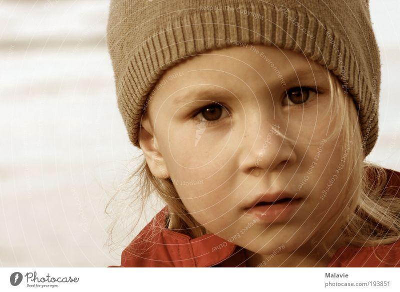 Rotznase Mensch Kind Wasser Ferien & Urlaub & Reisen Mädchen Strand Freude Gesicht Ferne kalt Freiheit Denken Luft träumen Kindheit blond