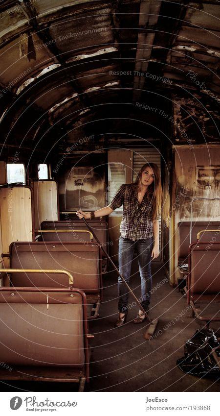 i kehr for you Frau Mensch Jugendliche schön Erwachsene Leben Stil Feste & Feiern Arbeit & Erwerbstätigkeit warten stehen Lifestyle einzigartig retro Hemd Eisenbahn