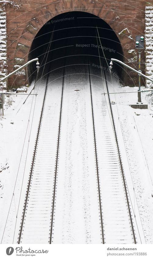 O Eis Frost Schnee Tunnel Verkehrswege Öffentlicher Personennahverkehr Bahnfahren Wege & Pfade Schienenverkehr Eisenbahn Gleise Mut Angst Zukunftsangst Trauer