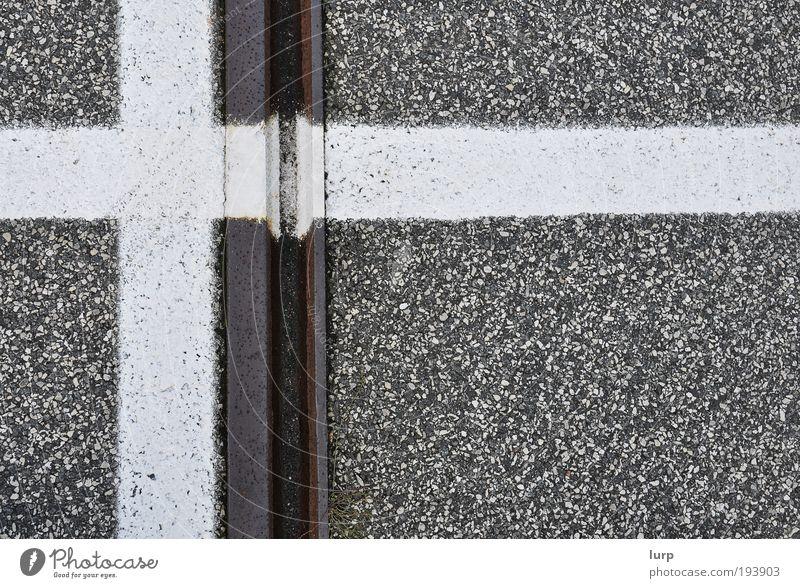 Photocase hat dieses Bild bestätigt. weiß schwarz Straße Wege & Pfade Metall braun Verkehr Kreuz Gleise Rost Verkehrswege Teer Straßenverkehr Straßenkreuzung Wegkreuzung Fahrbahnmarkierung