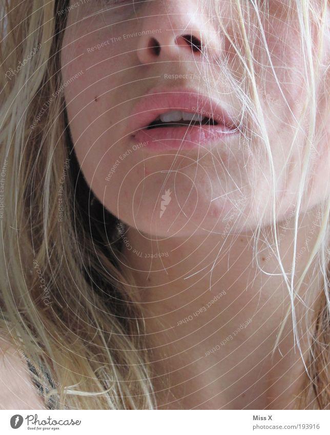 me schön Haare & Frisuren Gesicht Schminke Lippenstift feminin Junge Frau Jugendliche Kopf Mund 1 Mensch 18-30 Jahre Erwachsene rein Farbfoto Gedeckte Farben